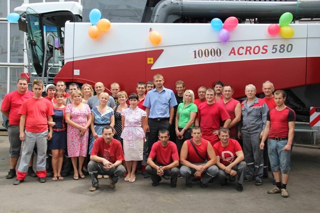Ростсельмаш выпустил 10-тысячный комбайн АCROS