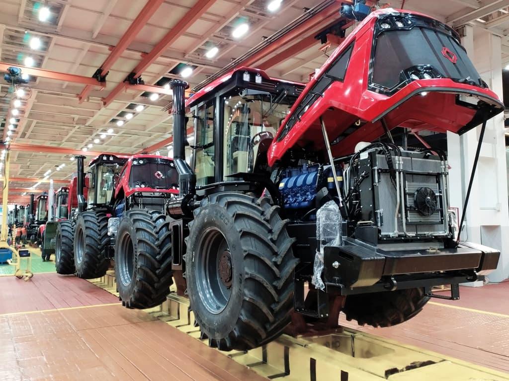 Главный конвеер Петербургский тракторный завод